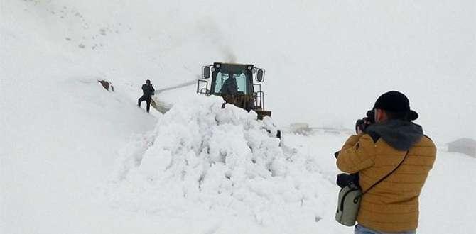 3600 rakımda karla mücadele çalışması