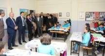 Başkan Bıyık, kaza geçiren öğrencileri sınıfta ziyaret etti