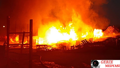 Gebze'de Ahşap Palet Deposunda Yangın