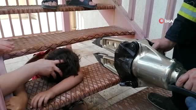 Yangın Merdiveni'ne Kafası Sıkışan Çocuk Kurtarıldı